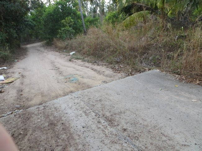 конец асфальта, начало грунтовой дороги