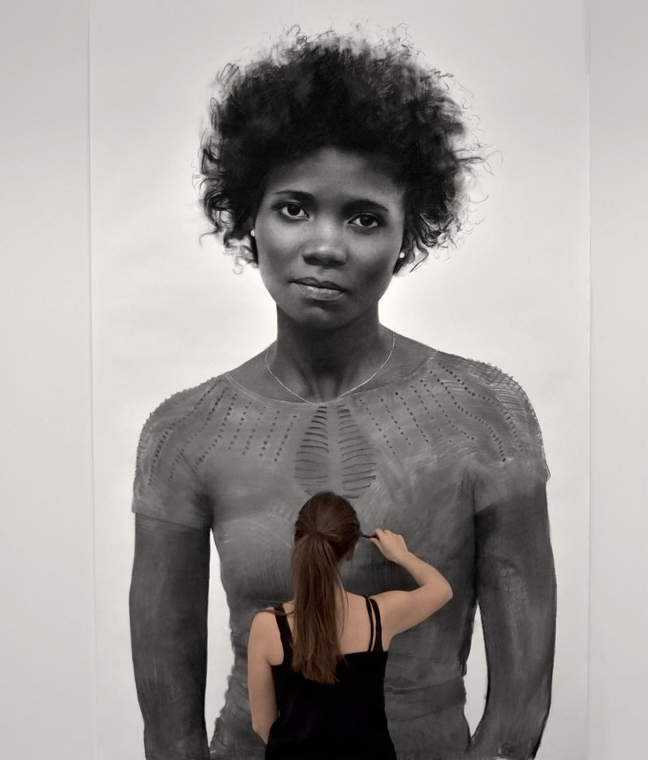13-Clio-Newton-Enormous-Gigantic-Realistic-Charcoal-Portraits-www-designstack-co