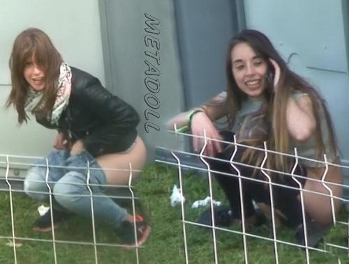 Girls Gotta Go 21 (Spanish girls peeing at a public festival SpyCam)