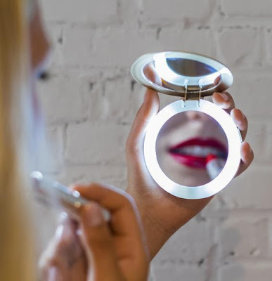 Pearl compact mirror