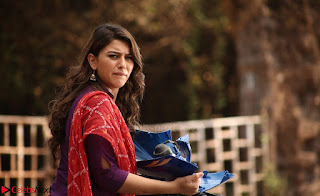 Hansika Motwani Looks super cute in movie Mande Suryudu 012.jpg