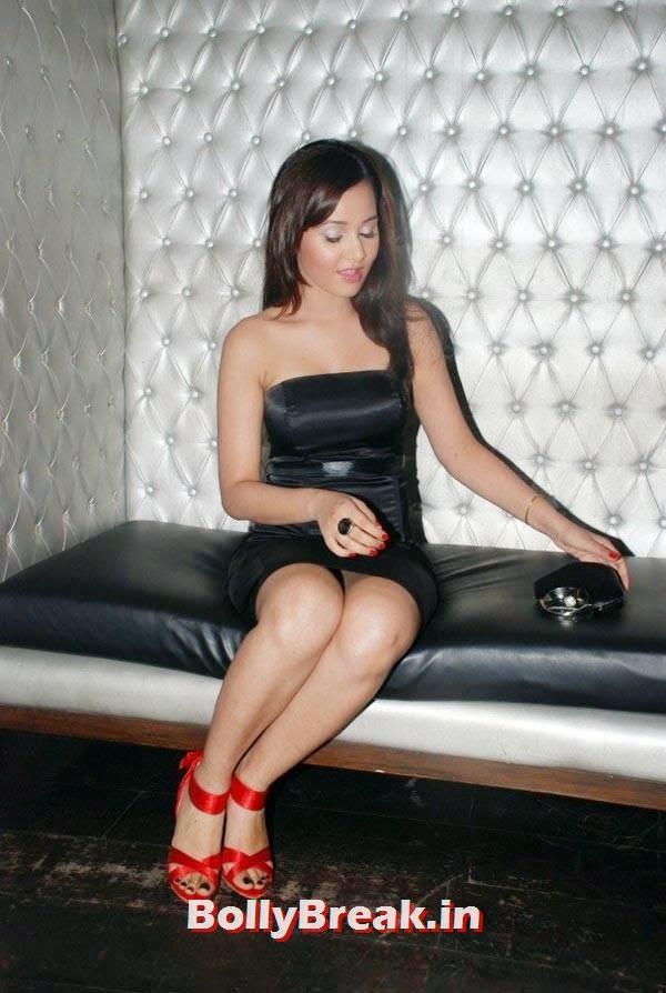 Priyanka Kothari Legs, Priyanka Kothari Hot Images