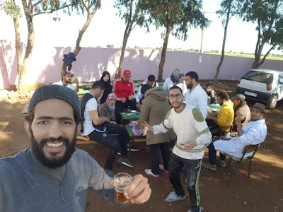 """جمعية """" أساتذة بلا حدود"""" تضفي جمالية على مجموعة مدارس سيدي عبد الخالق باقليم برشيد"""