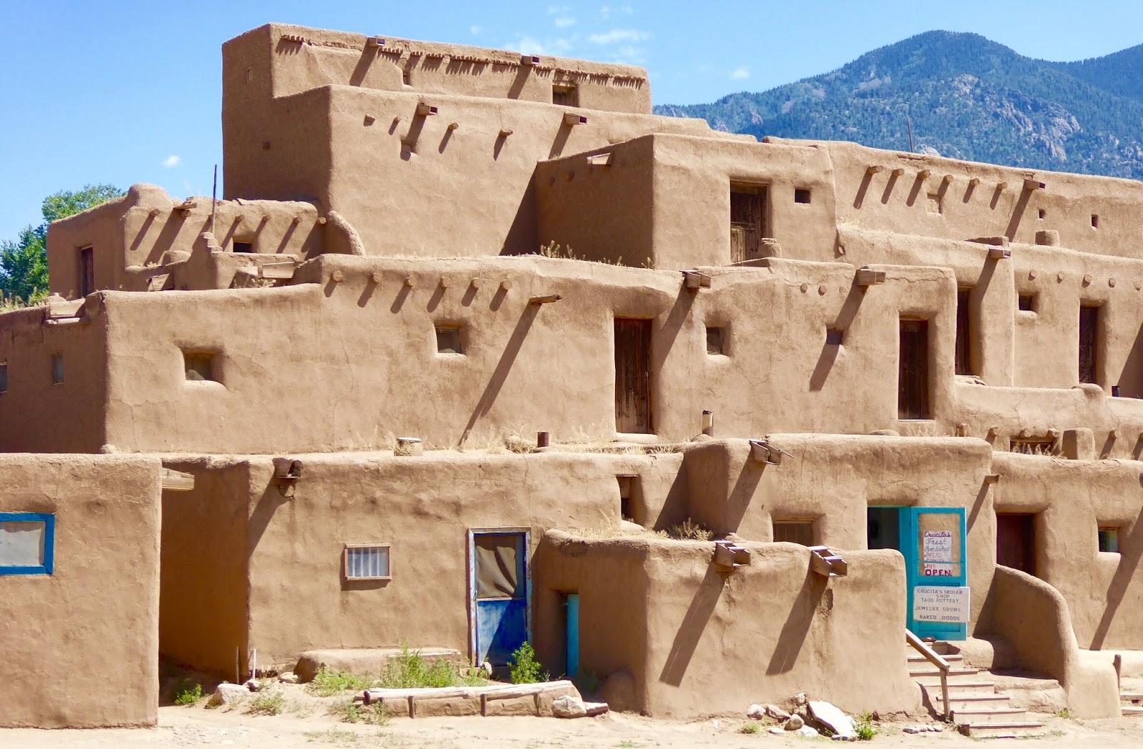 Tres culturas at taos pueblo schoolartsroom art for How to build a model pueblo house