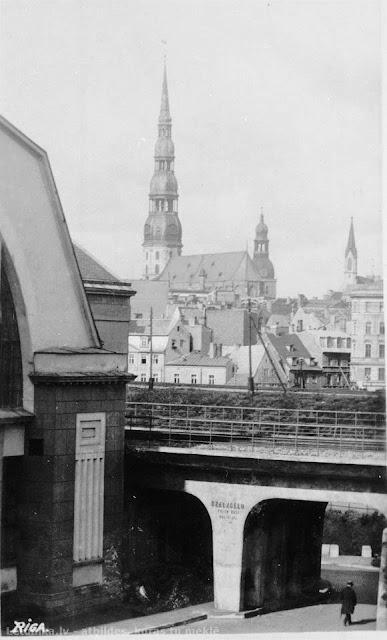 """1930-е годы. Рига. На подъезде к станции """"Рига-Рынок"""", которая находилась напротив Мясного павильона."""