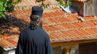 Οργή στο Αγρίνιο: Παπάς αρνήθηκε να τελέσει την κηδεία γυναίκας