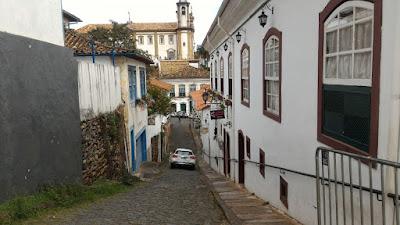 Casario de Ouro Preto com Igreja ao fundo