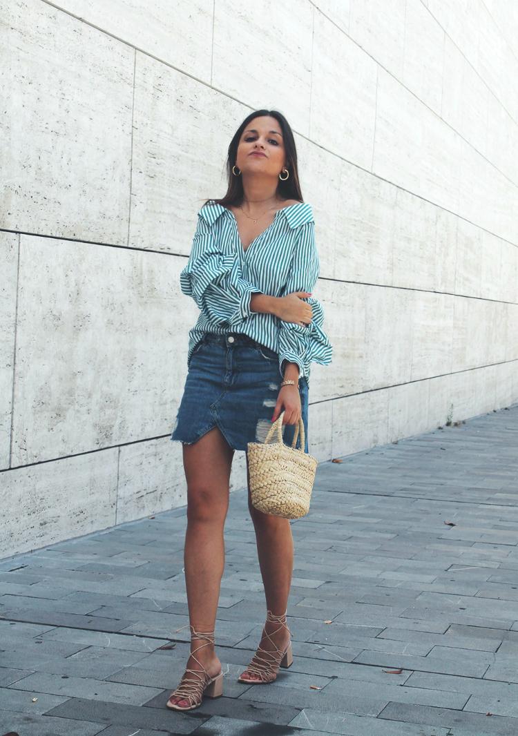 outfit de moda de verano con camisa de rayas