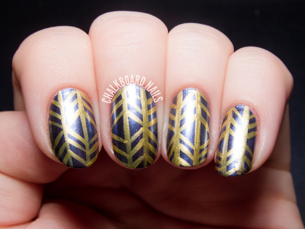 Metallic herringbone nail art by @chalkboardnails