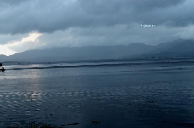 Kelabu sehabis hujan Danau Tondano, Tondano, Sulawesi Utara +jelajahsuwanto