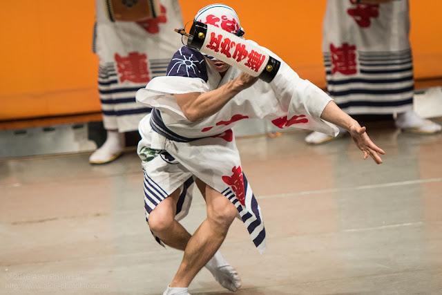 阿波踊り、江戸っ子連の男踊りの写真