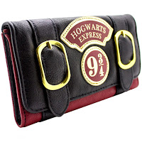 https://www.amazon.fr/Harry-Potter-Poudlard-Express-Portefeuille/dp/B071L1JYT6/ref=sr_1_2?s=luggage&ie=UTF8&qid=1513423144&sr=1-2&nodeID=11961843031&psd=1