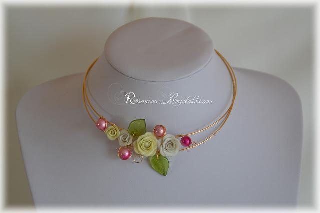 collier avec roses et perles pour mariée