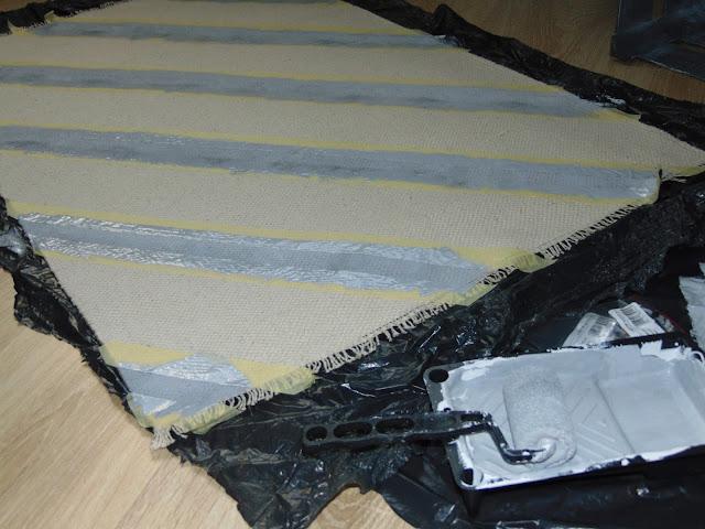 czym pomalować dywan