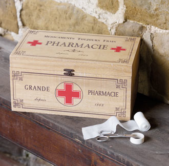 wood pharmacie / first aid box