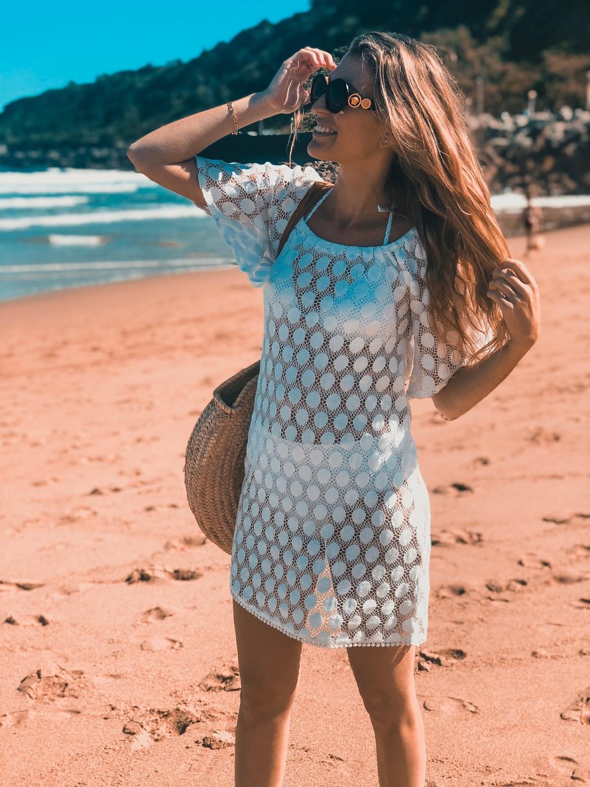 como vestir en la playa con estilo