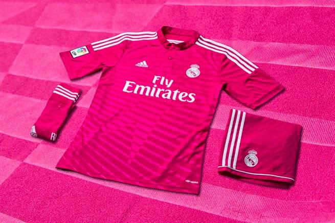 1244c4c96966e los fans de fútbol  La camiseta del Real Madrid rosa 2014 2015 es un ...