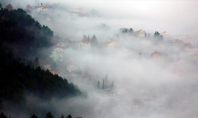 Σκοπιανό τοπίο στην ομίχλη...