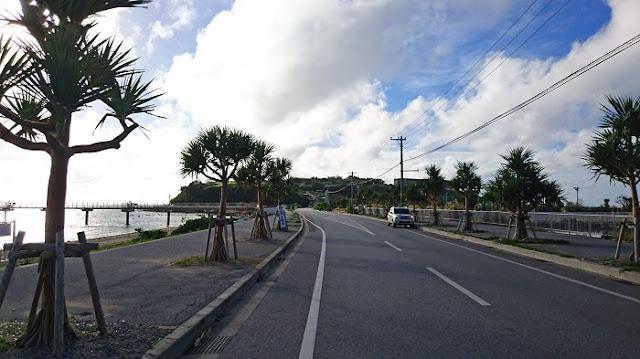 瀬長島と海中道路の写真