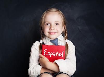 niña islandesa estudiando español