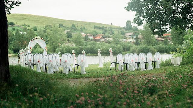 Общий вид со стороны на место проведения свадебной церемонии