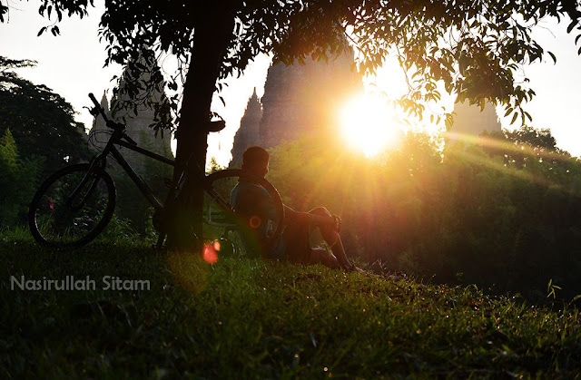Moment sunrise di area Candi Prambanan