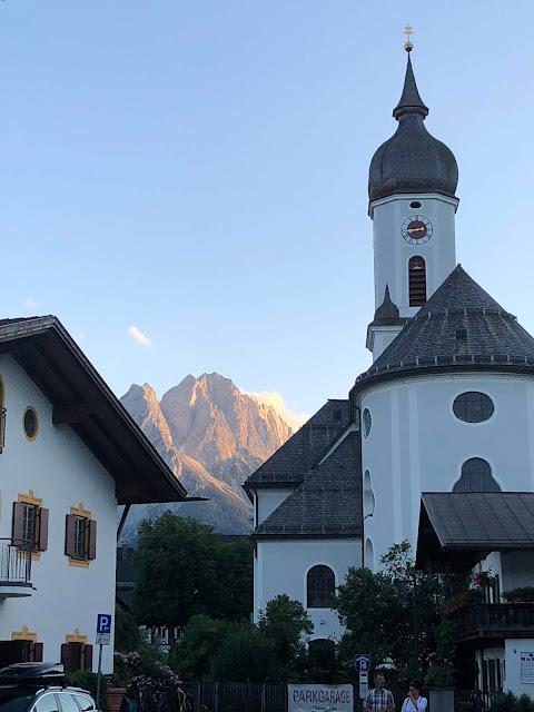 Sundown, Church wedding Garmisch-Partenkirchen, catholic, St. Martin church of Garmisch, mountain wedding in Bavaria, Germany