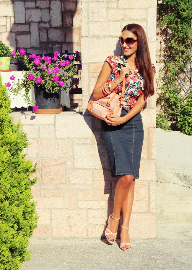 floral print shirt pencil dark denim skirt blush pink sandals