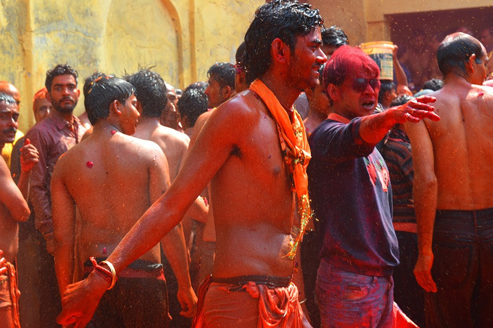 shirtless topless wet young indian man male guy Dauji Temple Mathura Holi Huranga 2015 women men playing