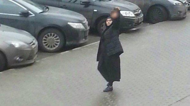 Babá aparece na rua com cabeça de criança na mão