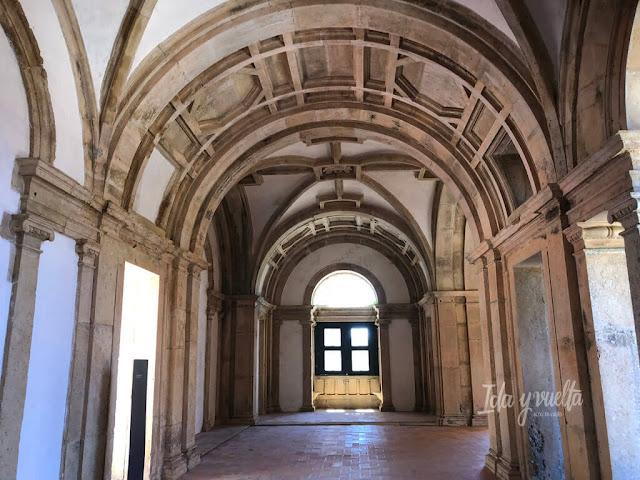 Convento de Cristo de Tomar corredor junto al Gran Claustro
