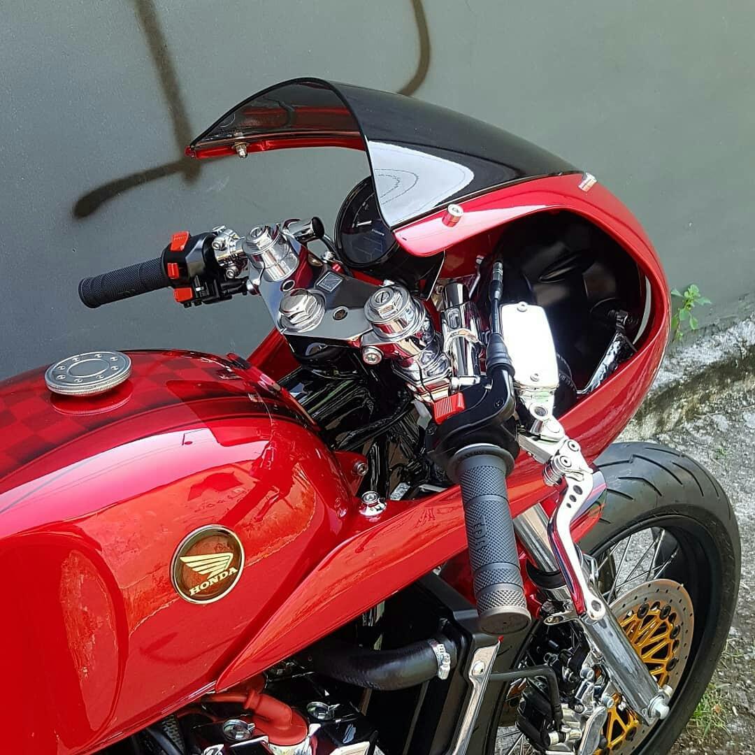 Modifikasi Honda CB400SF Custom Cafe Racer