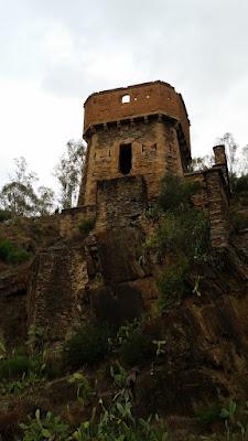 torre defensiva en el puente romano de alcantara