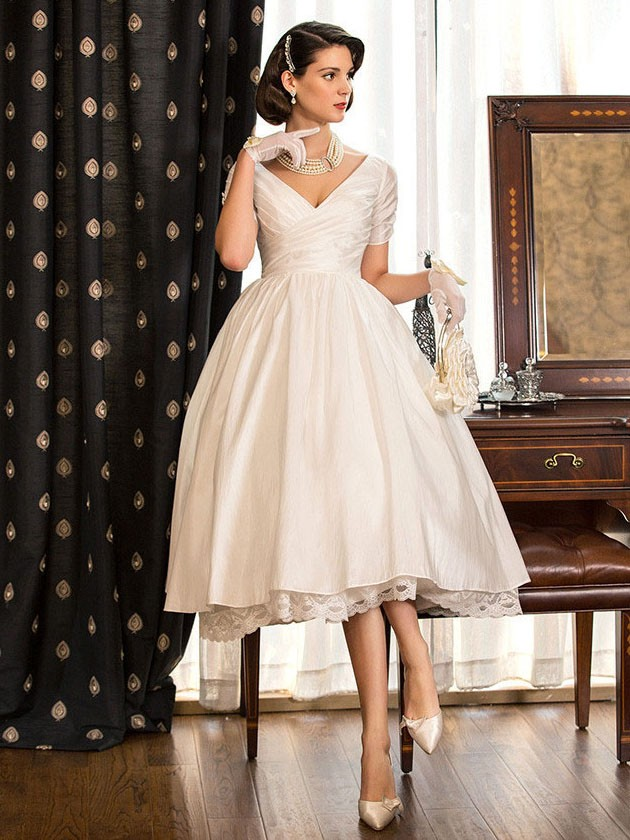 http://uk.millybridal.org/product/a-line-v-neck-taffeta-with-lace-tea-length-short-sleeve-classy-wedding-dresses-ukm00022716-18184.html?utm_source=minipost&utm_medium=2399&utm_campaign=blog