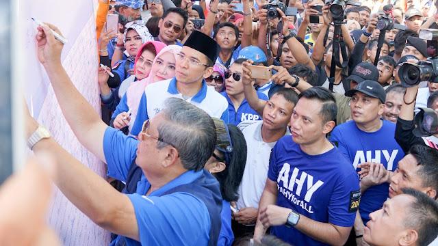 SBY Tandatangani Petisi Lawan Hoax Pecahkan Rekor MURI