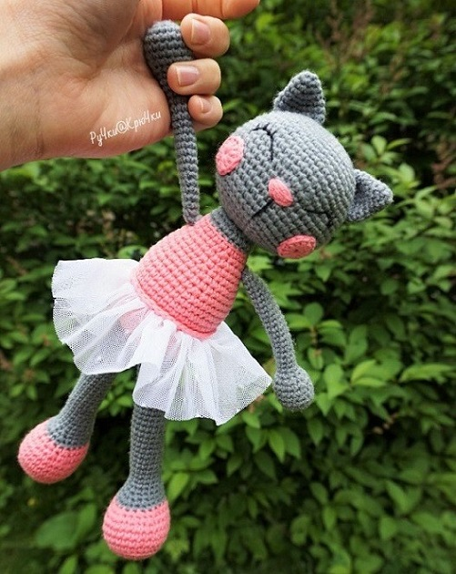 Вязаная кошка амигуруми крючком