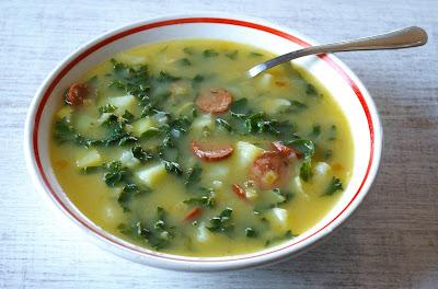 zupa ziemniaczana z jarmużem