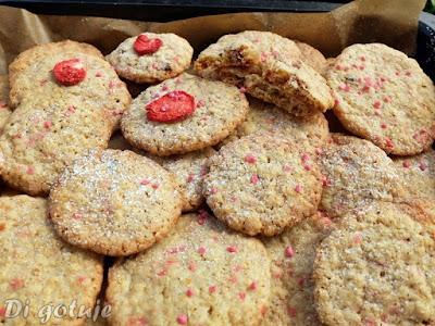 Chrupiące ciasteczka z płatków jęczmiennych (truskawkowe)
