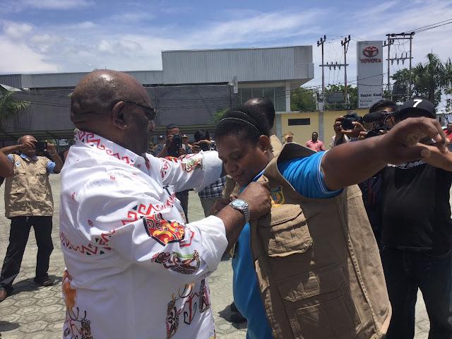 Hot News: Papua Mengirim Tim Medis ke Palu