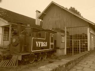 Casa do Artesão, em Canela: Locomotiva e Espaço onde  Funcionava a Pizzaria Bocatta