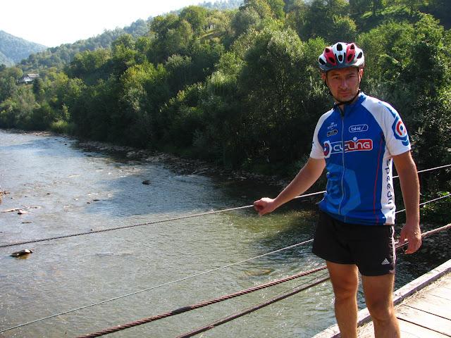 подвесной мост через реку, Карпаты