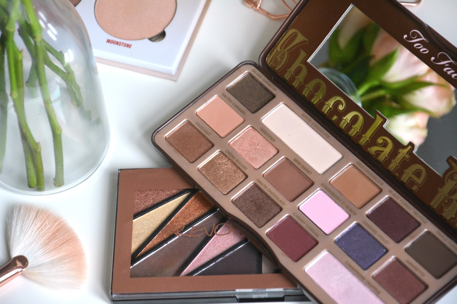 Too Faced Chocolate Bar Eyeshadow Palette; Makeup Revolution #RevholicEyes Palette; Anastasia Beverly Hills Glow Kit Sun Dipped; Zoeva Rosegold Fan Brush; Pastel Roses