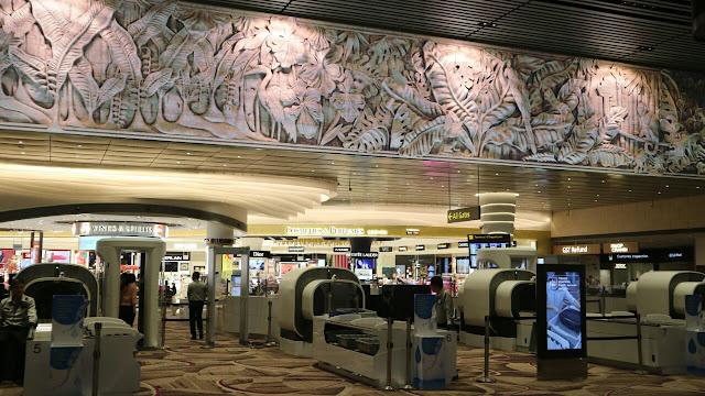 hiburan di terminal 4 changi airport