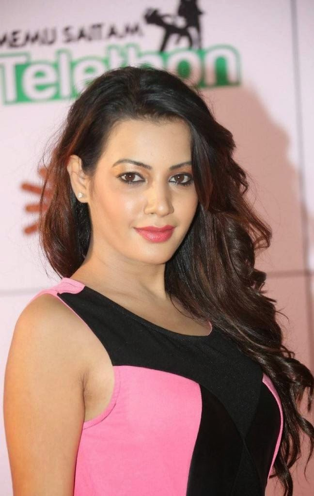 Actress Deeksha Panth Wallpapers, Deeksha Panth Hot HD Pics in Pink Dress