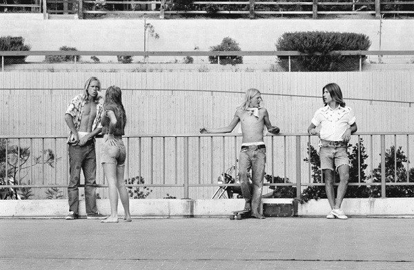 """Don't you lie to me"" - Redondo Beach, CA, 1975 - foto por Hugh Holland 