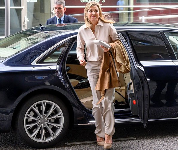 Queen Maxima wore a beige trousers by Claes Iversen, Massimo Dutti beige shirt and Paloma Barcelo beige suede wedges