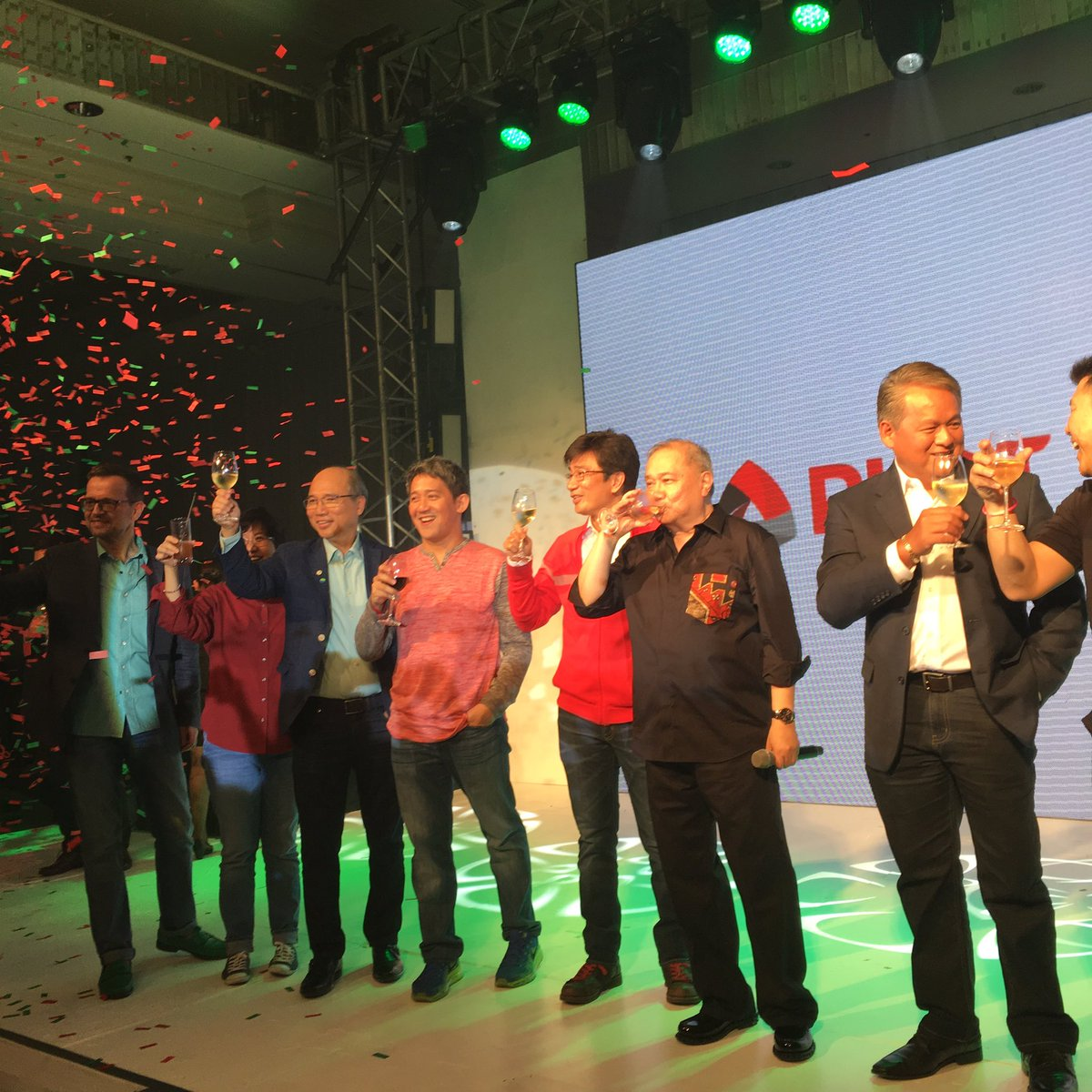Cheers for #ANewDay! PLDT-Smart big bosses celebrate unveiling of new company logo.