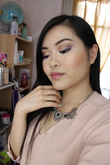 makeup d'été coloré violet doré