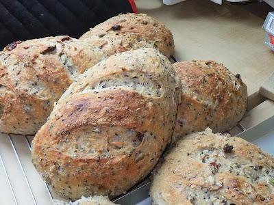 江冠儀: 五穀雜糧養身麵包