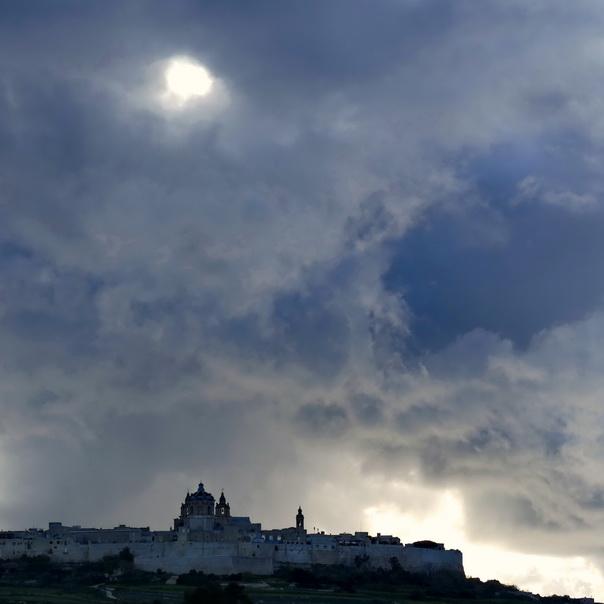 Mdina, Rabat, Malta, Sicht, View, düster, Wolken, Licht, Silhouette